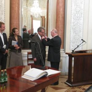 Dir. Malicki awards the best tutor - prof. Włodzimierz Marciniak