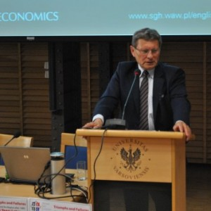 Prof. Leszek Balcerowicz giving an inaugural lecture at WEEC 2014